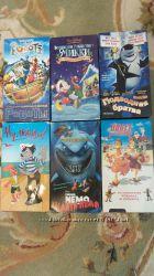 Видеокассеты с мультфильмами и фильмами