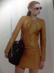 Шкіряні куртка і спідниця іт фірми Siste&acutes