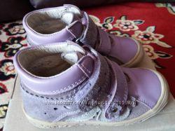 детские кожаные ботинки 25 размер Польша фирма Bartek светло-сиреневые