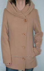 Кремовое пальто с капюшоном