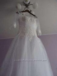 Продаю НОВОЕ свадебное платье со шлейфом, не подошел размер