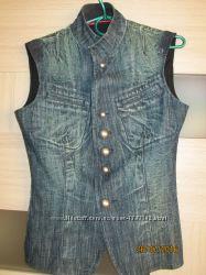 Крутая джинсовая жилетка, размер М