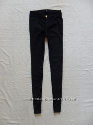 Стильные черные джинсы скинни H&M, 34 размер.