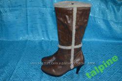 Сапоги кожаные с каблуком, на удобной платформе спереди. Распродажа