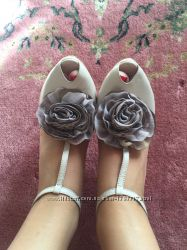 Бежевые нарядные туфли