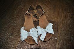 Босоножки NEXT кожаные полностью натуральные белые 37 38