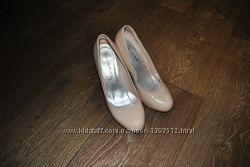 Туфли кожаные бежевые лакированные 37