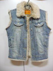 Крутой джинсовый жилет бренда Fishbone .