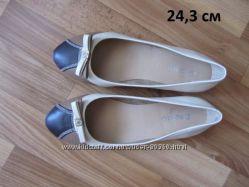 новые туфельки-балетки р. 36 в школу
